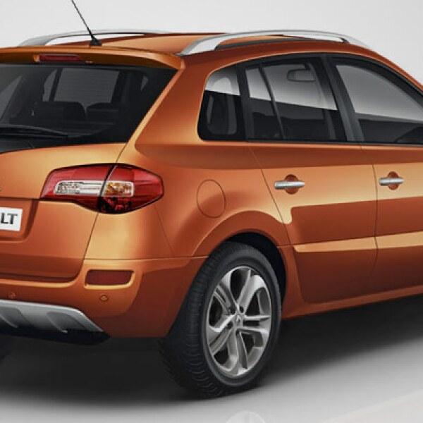 Al costado resaltan los rines de diseño diferente, los espejos con indicadores de LED y un nuevo color para la carrocería, denominado por la marca como 'Naranja Cayenne'.