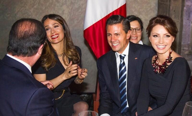 Ayer se realizó una cena de gala en el Palacio Nacional por la visita del presidente francés a México, además de Hayek, también estuvieron Carlos Slim y Miguel Alemán Velasco entre los invitados.