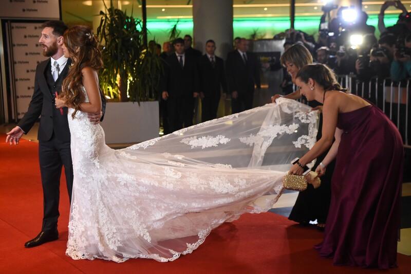 el vestido de novia rosa clará de antonella roccuzzo a detalle