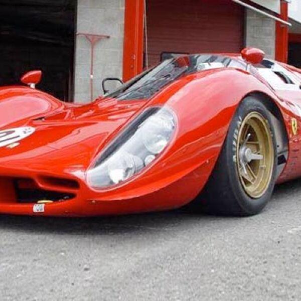 Este prototipo, del que sólo se fabricaron tres ejemplares, sirvió a Ferrari para dar un salto en tecnología y materiales de construcción. La carrocería era de fibra de vidrio, la primera vez que el constructor italiano usaba ese material, en lugar del al