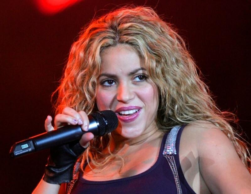 La cantante producirá sus discos y giras con la empresa Live Nation, que maneja también la carrera de Madonna y U2.