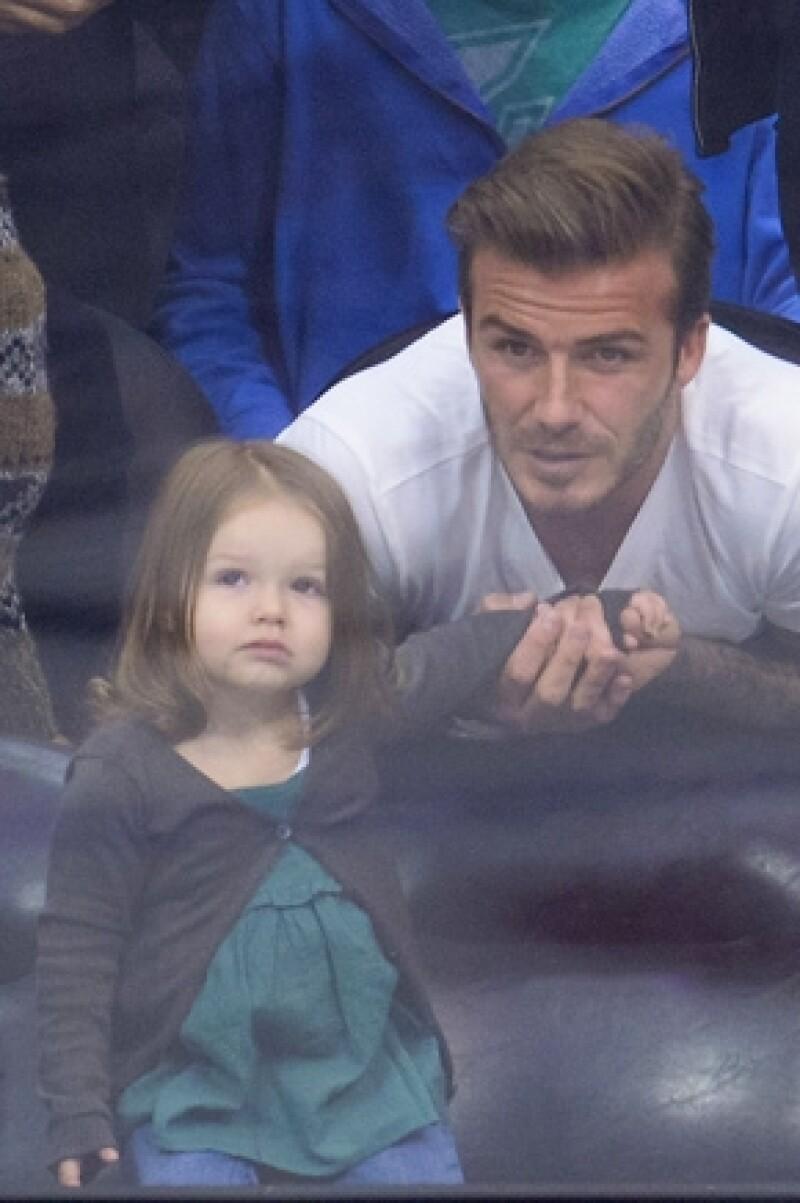 El futbolista comentó entre bromas a un programa de televisión francesa que planea dejar a la pequeña de 22 meses escondida para que ningún hombre se le acerque.