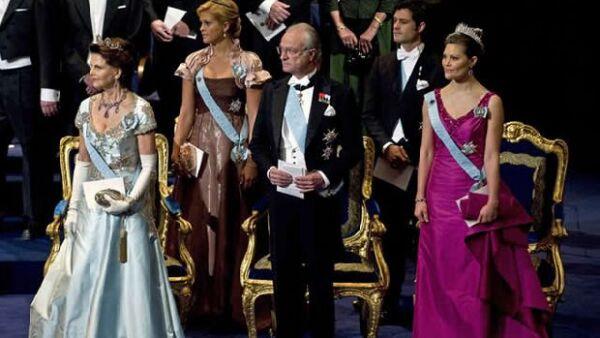 Los reyes de Suecia, Carlos Gustavo y Silvia, ofrecieron un banquete para los ganadores.