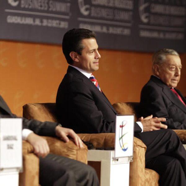 La Cumbre de Negocios, que se celebra en la ciudad de Guadalajara, contó con la participación del presidente Enrique Peña Nieto (c).