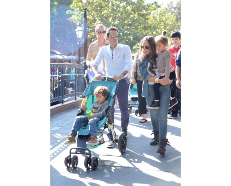 Ahora que Chloe pasa más tiempo con los hijos de Marc y JLo, la cantante y su novio Casper decidieron reunirse con ellos para que la chica de 22 años se sintiera como en familia.