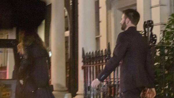 Lily James y Chris Evans.
