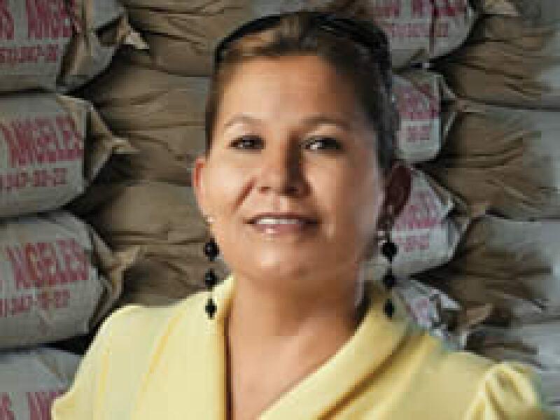 Martha Villaseñor volvió de Phoenix y con un microcrédito echó a andar un negocio de venta de yeso en Morelos (Foto: Alfredo Pelcastre/Monda Photo)