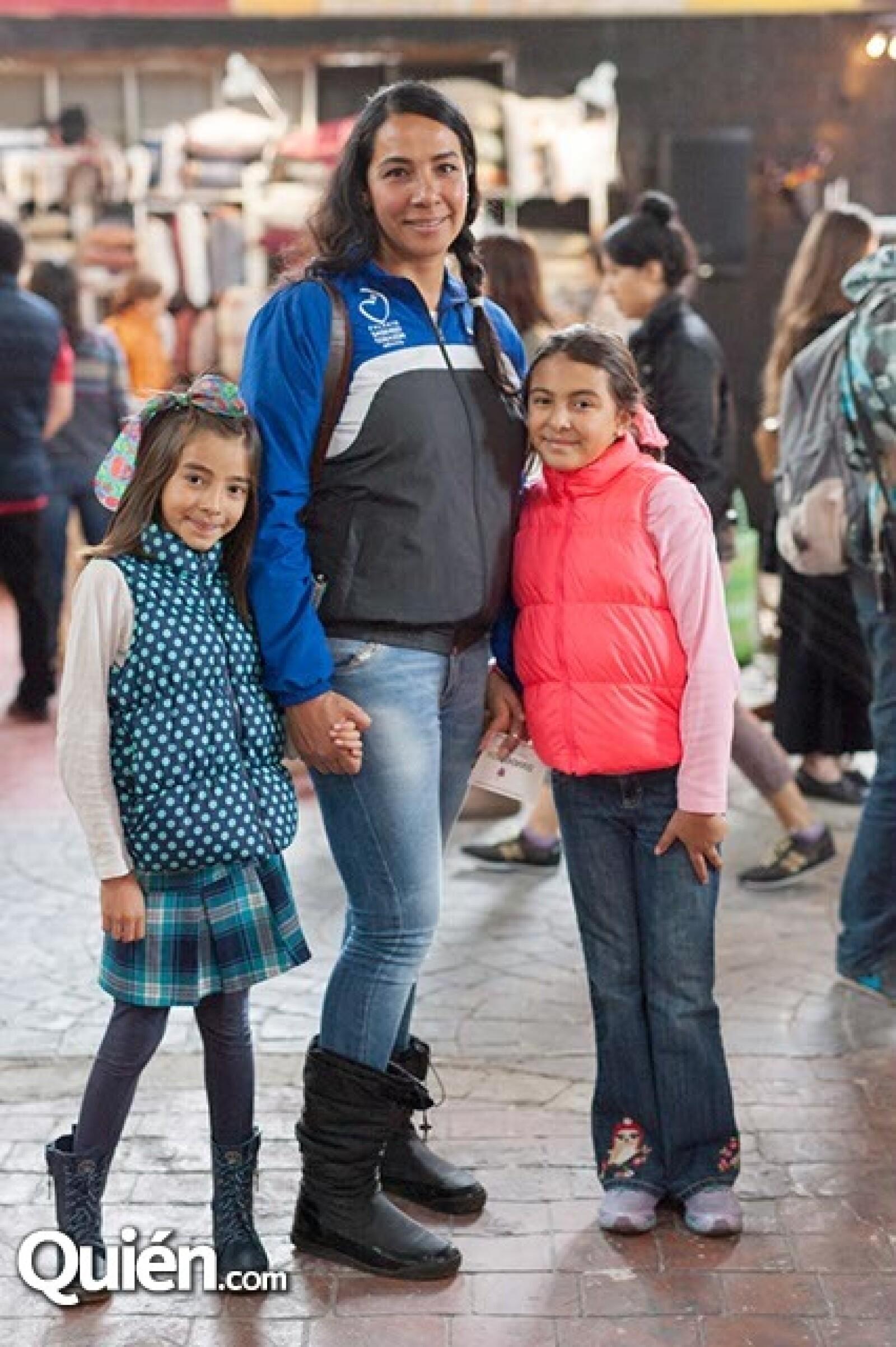 Paula Torres,Sarahi Lucero y Sofía Torres
