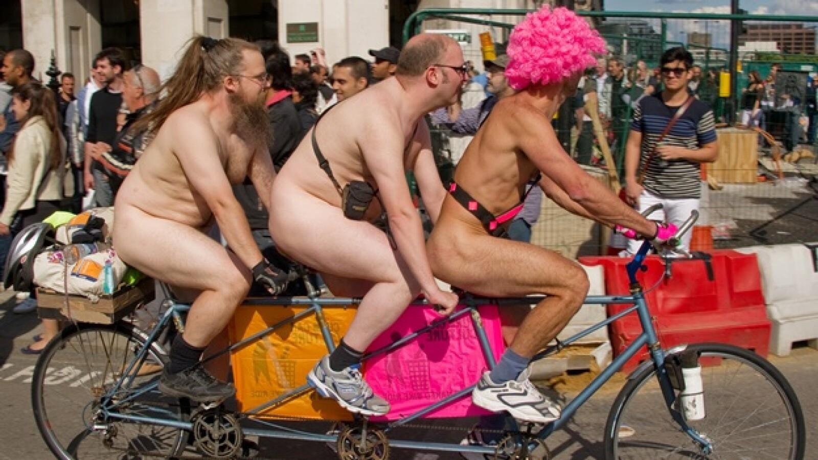 ciclistas desnudos en gran bretaña