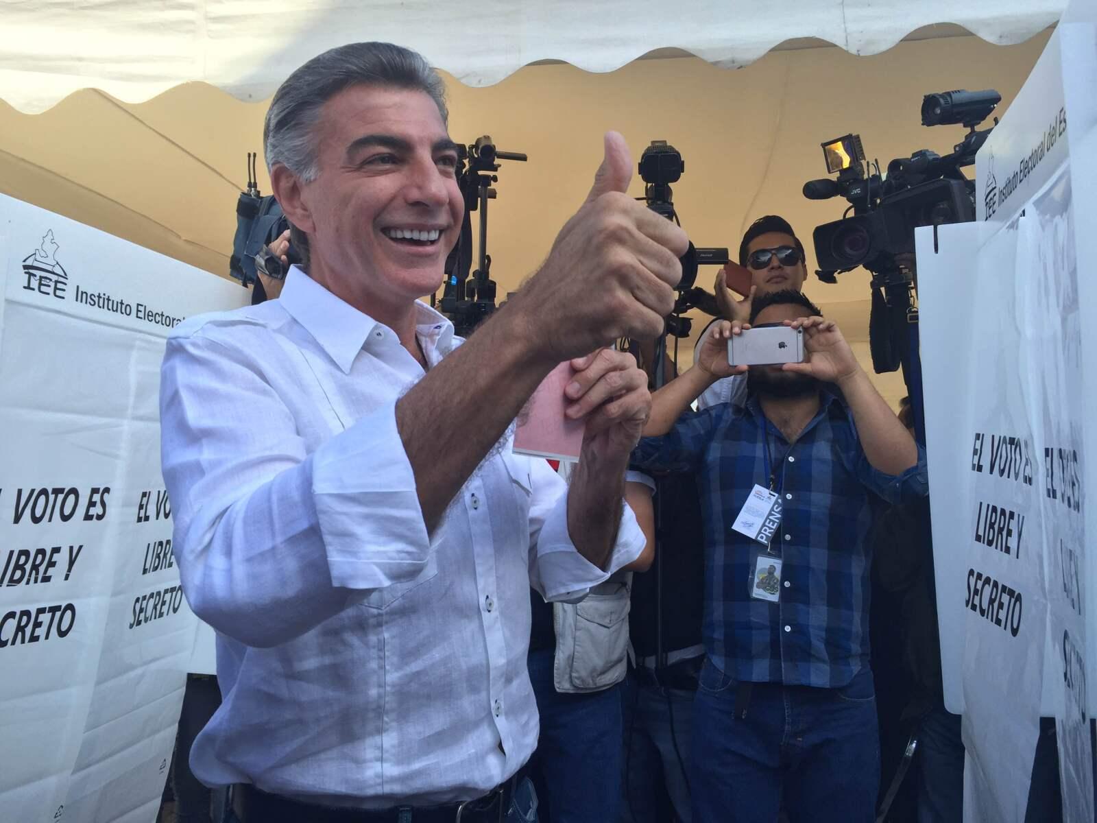 El candidato de la coalición que encabeza el PAN en Puebla, Antonio Gali Fayad fue el primero de los cinco que compiten por la sucesión de Rafael Moreno Valle en emitir su voto. Dijo esperar que las votaciones transcurran sin violencia y que esperará los resultados en su casa.