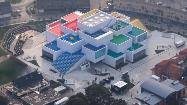 LEGO HOUSE IWAN BAN.jpg