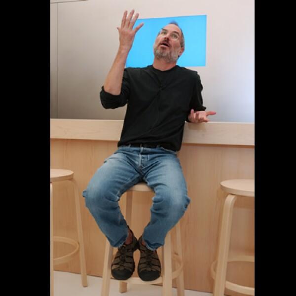 Pese a ser el CEO de Apple y tener una fortuna valuada en más de 8,300 millones de dólares, según la revista Forbes, Jobs aparece en la segunda posición de este conteo.