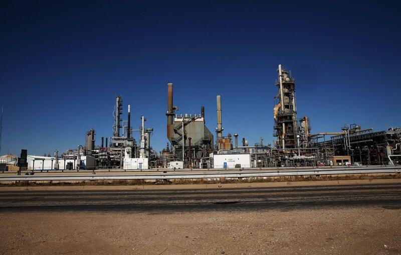 Morgan Stanley advierte que los precios del crudo podrían caer hasta los 30 dólares por barril en unos meses.