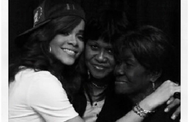 La cantante ha comunicado que su abuela Clara &#39Dolly&#39 Brathwaite ha fallecido. Comparte fotos familiares.