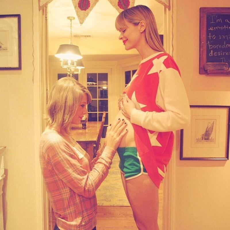 Taylor Swift anunció que será la madrina del bebé de la actriz Jaime King con esta foto.