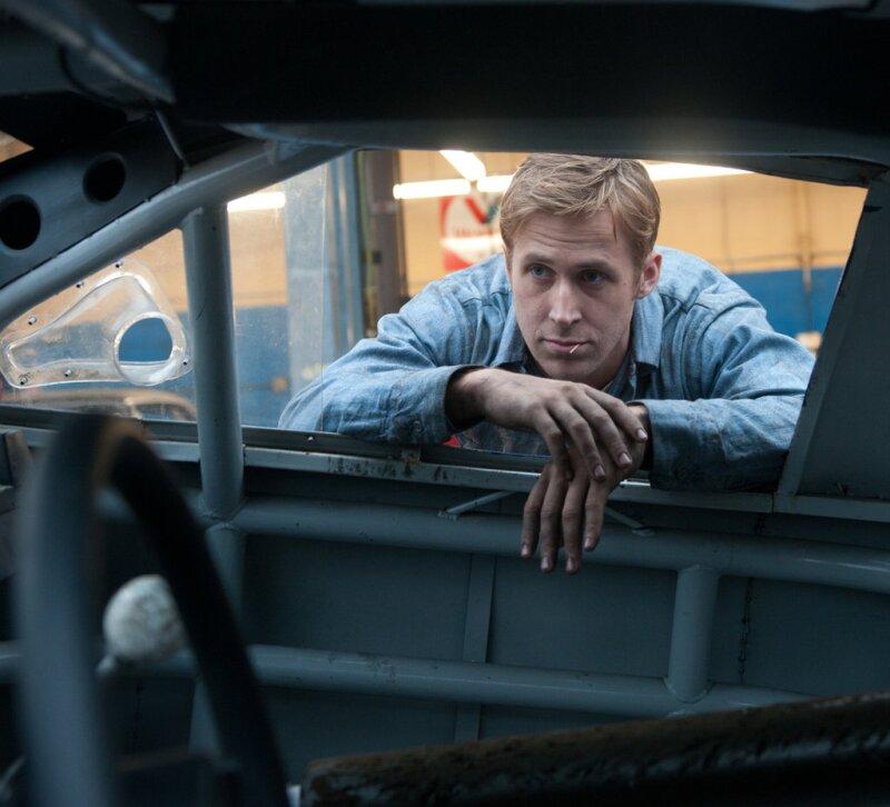 Ryan Gosling manejando