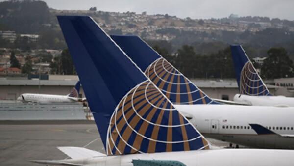 United Airlines busca reducir el riesgo para sus asistentes de vuelo embarazadas. (Foto: Getty Images)