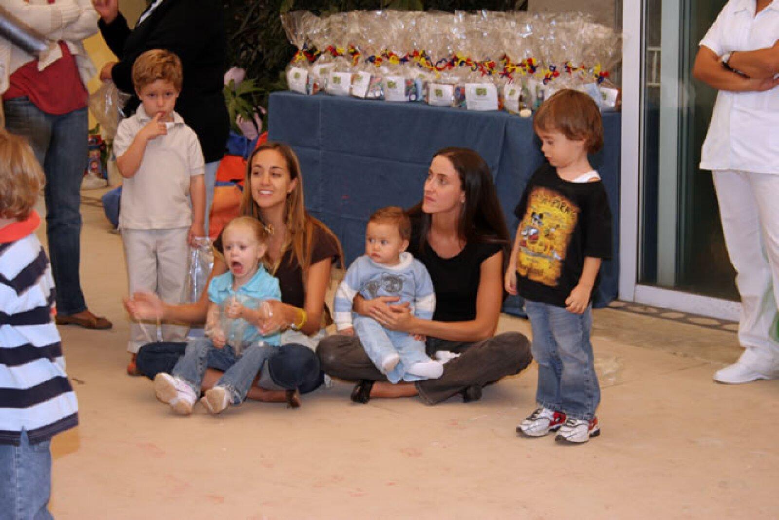 La pequeña tiene muchos primos y es que los hermanos de su papá han hecho crecer la familia.