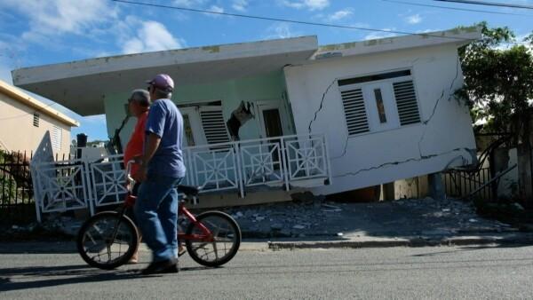 Un temblor de magnitud 5.8 remeció la isla caribeña este lunes, provocando daños estructurales, pequeños deslaves y cortes de luz, de acuerdo el instituto sismológico de Estados Unidos.