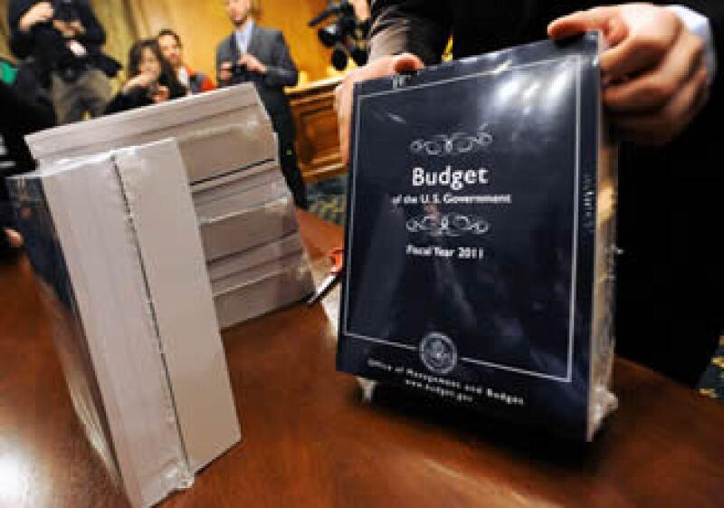 El presupuesto busca aumentar impuestos a familias que ganen más de 250,000 dólares anuales y un cargo a los bancos por el rescate financiero. (Foto: Reuters)
