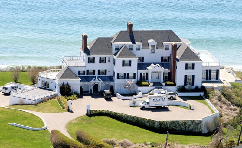 La casa de Taylor está situada en la cima de una montaña.