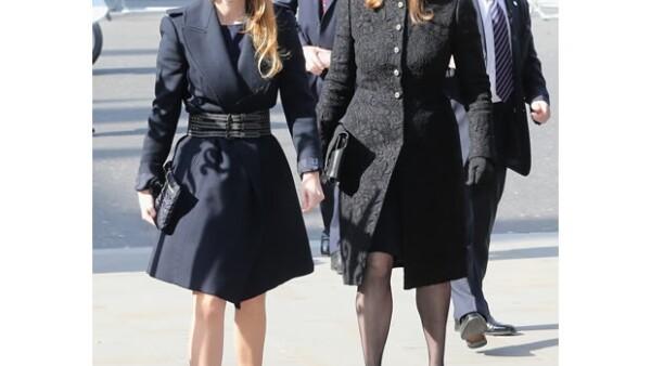 La hermana de la Duquesa de Cambridge, así como la Princesa Beatriz de York, su madre Sarah Ferguson y la actriz Sienna Miller conmemoraron un año de muerte del periodista Sir David Frost.