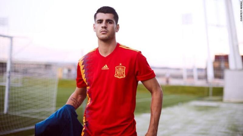 Adidas rediseñó el uniforme que España usó en el Mundial de 1994 para la  justa de este año en Rusia. (Cortesía Adidas) de41e941fa728