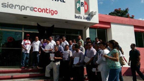 Los inconformes acusan al PRI de entregar la plaza al PVEM rumbo a las elecciones del próximo 5 de junio. (Foto: Javier Vite )