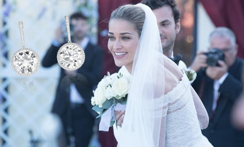Unos aretes de diamantes de Chopard, completaron el look de la modelo, para caminar hacia el altar.