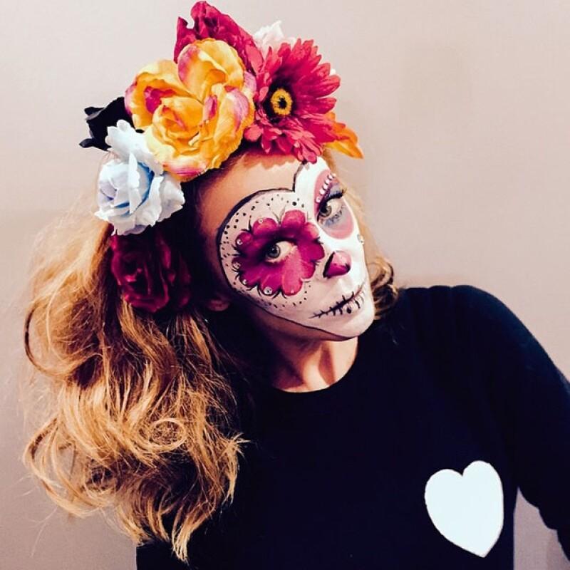Kylie Minogue lució con elegancia y estilo su maquillaje.