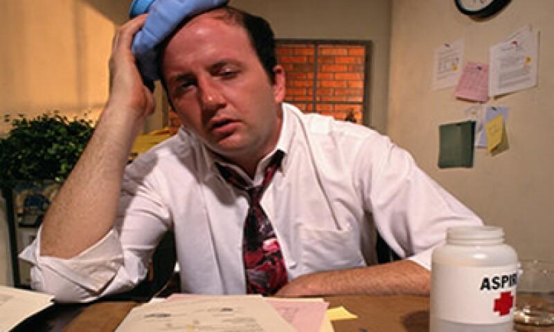 El estrés también es otro de los factores que enferman a empleados de oficinas. (Foto: Getty Images)