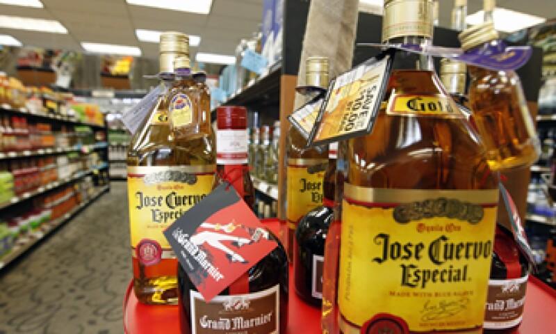 José Cuervo y Proximo Spirits realizarán inversiones conjuntas para impulsar las marcas de la tequilera mexicana. (Foto: AP)