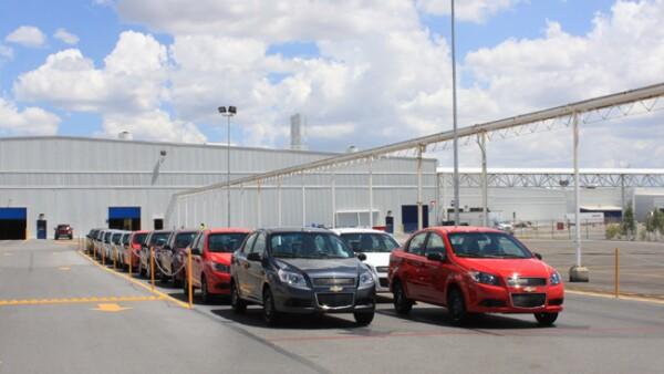 Se realizan pruebas de recorrido y se embarcan los autos para su entrega en puntos de venta