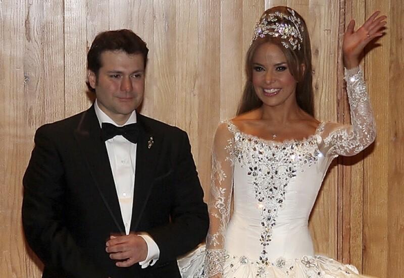 Gloria y Armando se casaron en 2009 y ahora tienen un hijo. La pareja se conoció durante el tiempo en que la cantante estuvo en prisión..
