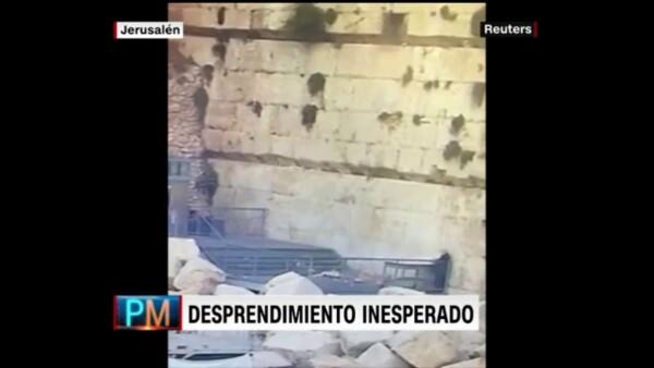 Mientras una mujer oraba, se desprende un trozo del Muro de los Lamentos