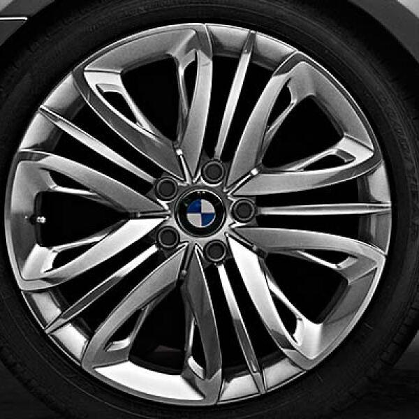 Su aspecto atlético se ve potenciado por las superficies más grandes de las ruedas posteriores.