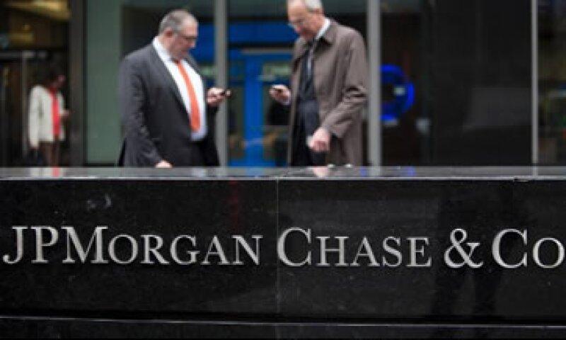 Los bancos han tenido dificultades para obtener ingresos a través de los préstamos debido a las tasas bajas. (Foto: Cortesía de Fortune)