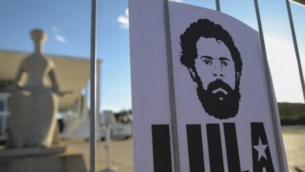 Tras un nuevo forcejeo judicial en Brasil, el expresidente Lula sigue en prisión