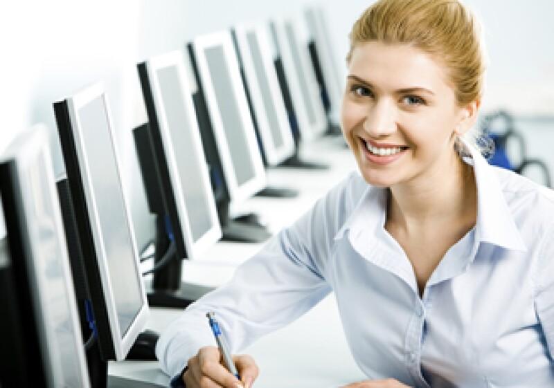 La tecnología te puede ayudar a dar un mejor servicio a tus clientes.  (Foto: Photos To Go)