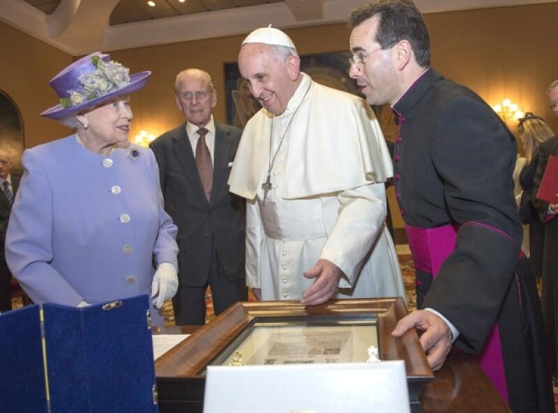 Este es el quinto Papa que conoce la reina Isabel II.