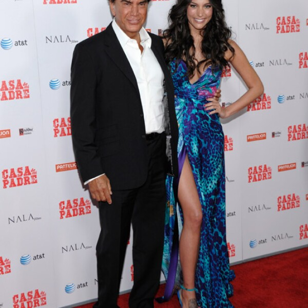 El cantante y su hija también desfilaron por la red carpet.