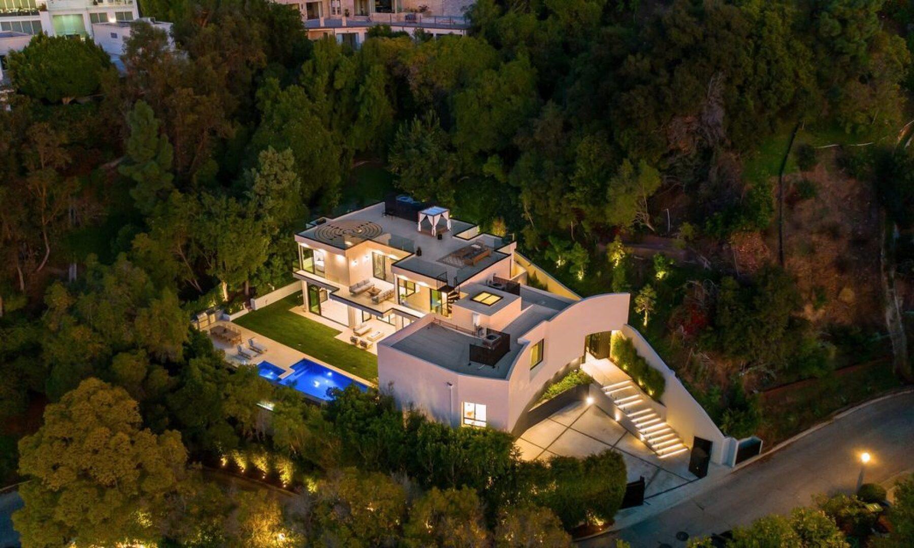 Beverly Hills es una ciudad muy céntrica y de fácil acceso en donde está ubicada esta elegante residencia de estilo moderno. Foto: Sotheby's International Realty - Beverly Hills Brokerage.