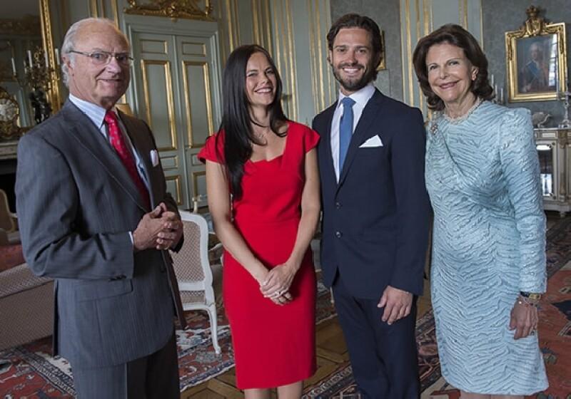 El día en que Carl Philip y Sofia anunciaron su compromiso junto a los reyes de Suecia.