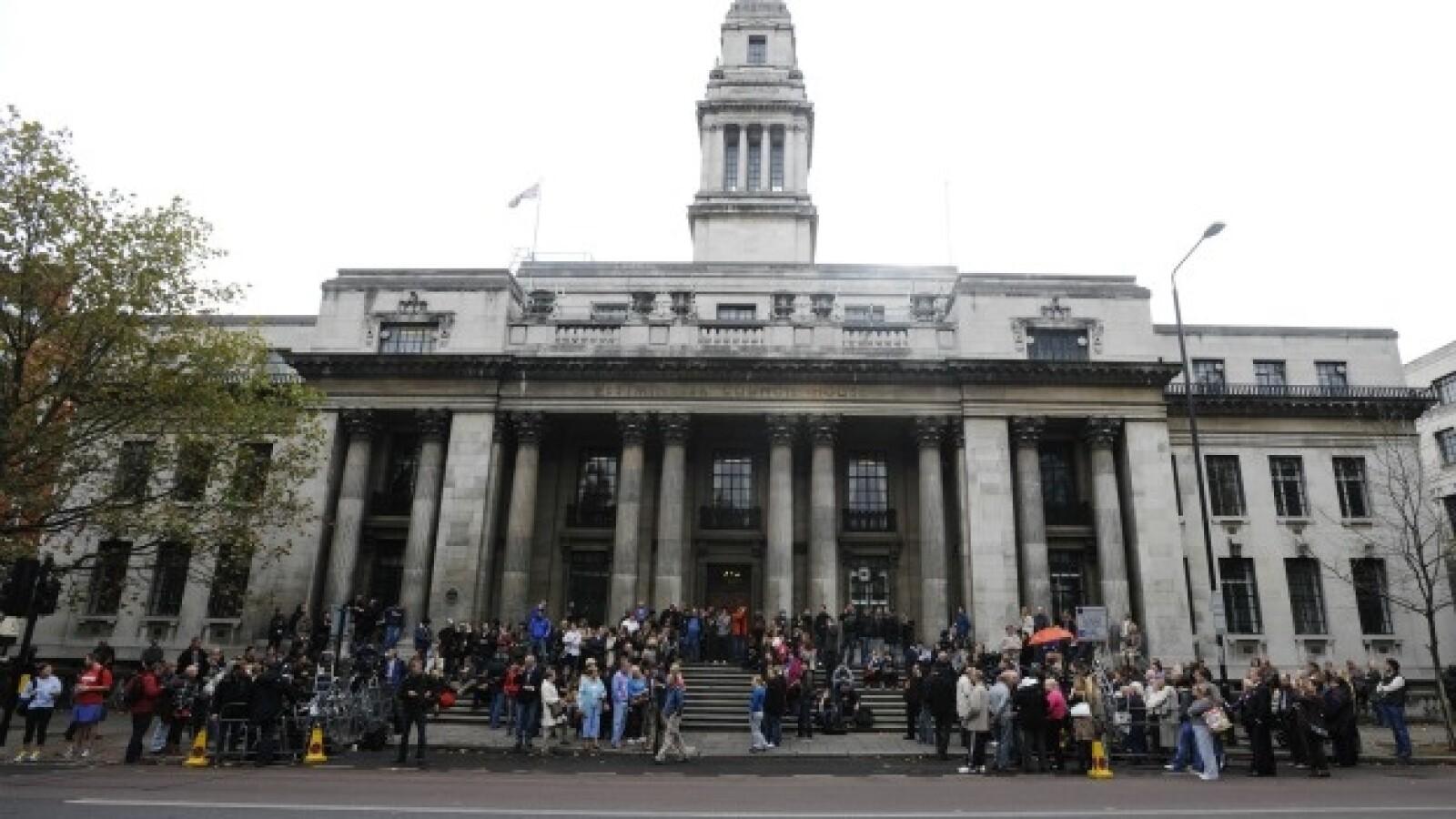 Seguidores esperan a McCartney en el registro de Marylebone