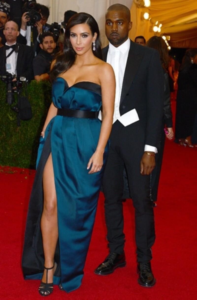 Luego de que se dijera que ella y Kanye se habían casado el fin de semana, el día de hoy la socialité hizo aclaraciones puntuales y desmintió algunas cosas sobre su próximo enlace.
