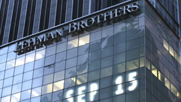 Lehman Brothers quebró por sus excesos en la toma de riesgos, según Mario Vergara. (Foto: AP)