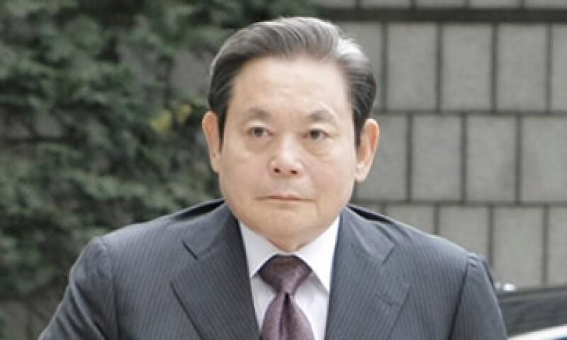 El presidente de Samsung, Lee Kun-hee, se enteró cuatro días después del fallo en su contra.  (Foto: Cortesía Fortune)