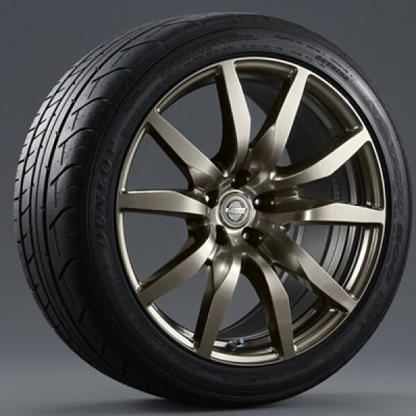 Los rines del GT-R edición especial están fabricados en aluminio forjado con un revestimiento de titanio.