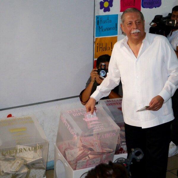 El gobernador de Tamaulipas, Egidio Torre, emitió su voto para elegir a su sucesor en el estado.