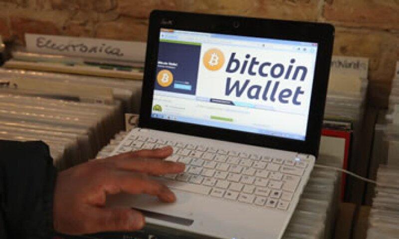 Los usuarios pueden gestionar sus carteras de monedas virtuales con aplicaciones o en sus computadoras. (Foto: Getty Images)